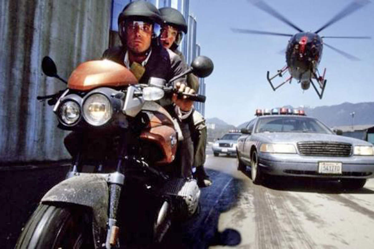 A scene from the movie Paycheck of the BMW 1150 Rockster motorcycle being ridden by Ben Affleck and Uma Thurman