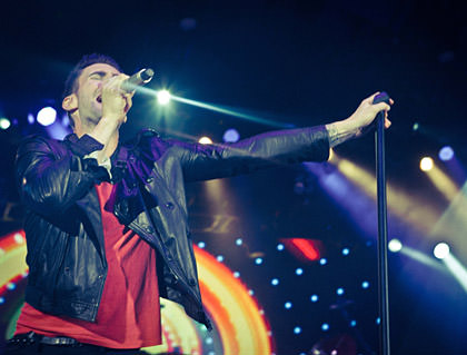 Levine in concert with Maroon 5