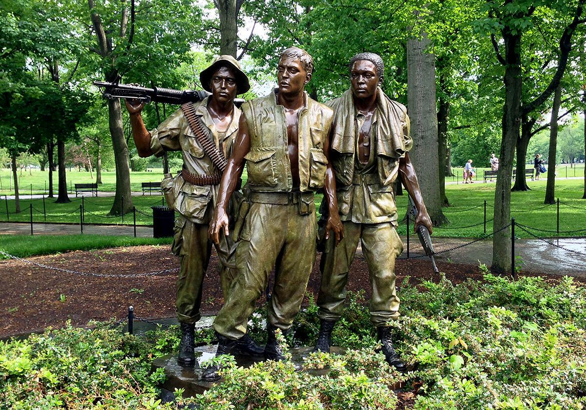 Vietnam Memorial Soldiers