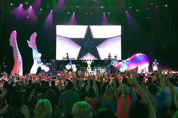 Ke$ha Stage
