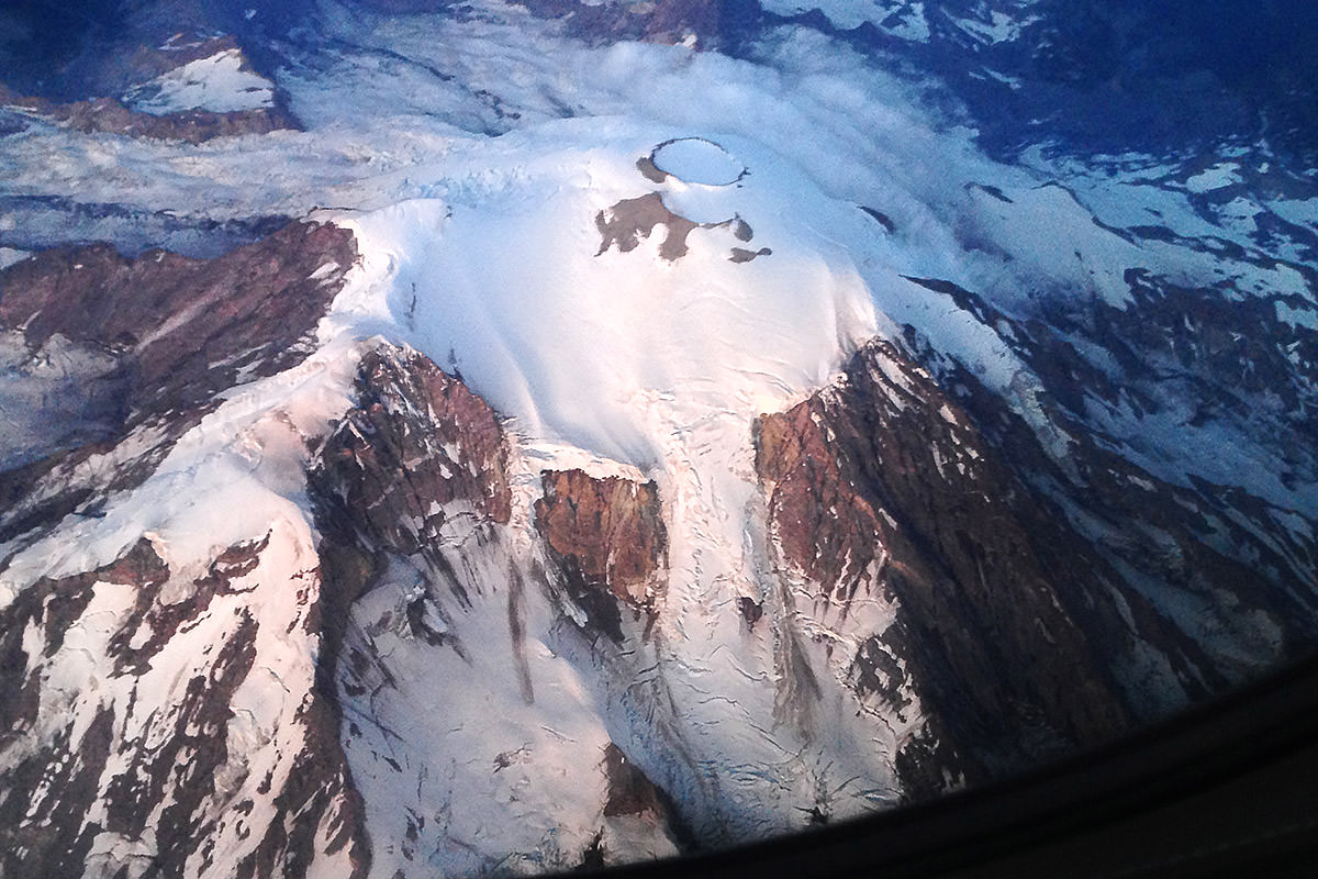 Vowgas Mount Rainier Flyover