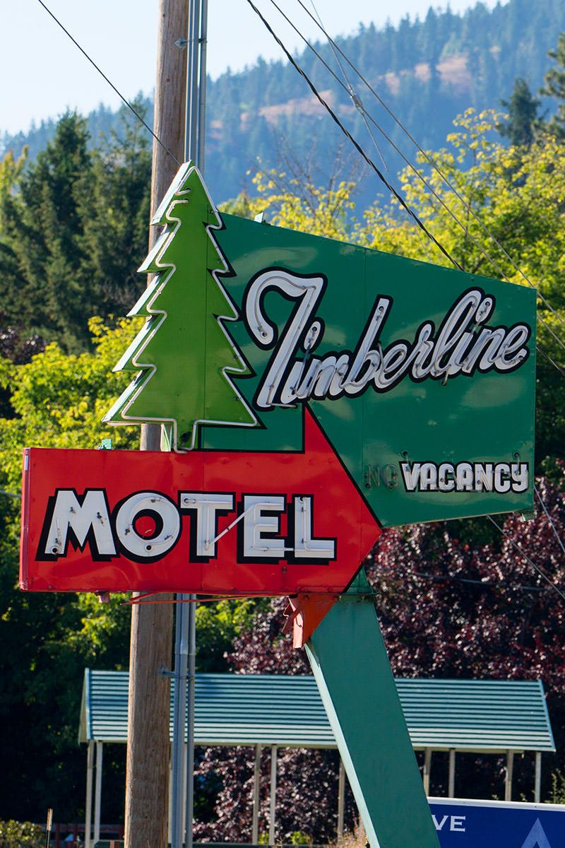 Sony FE 70-200 Lens Test: Motel Sign