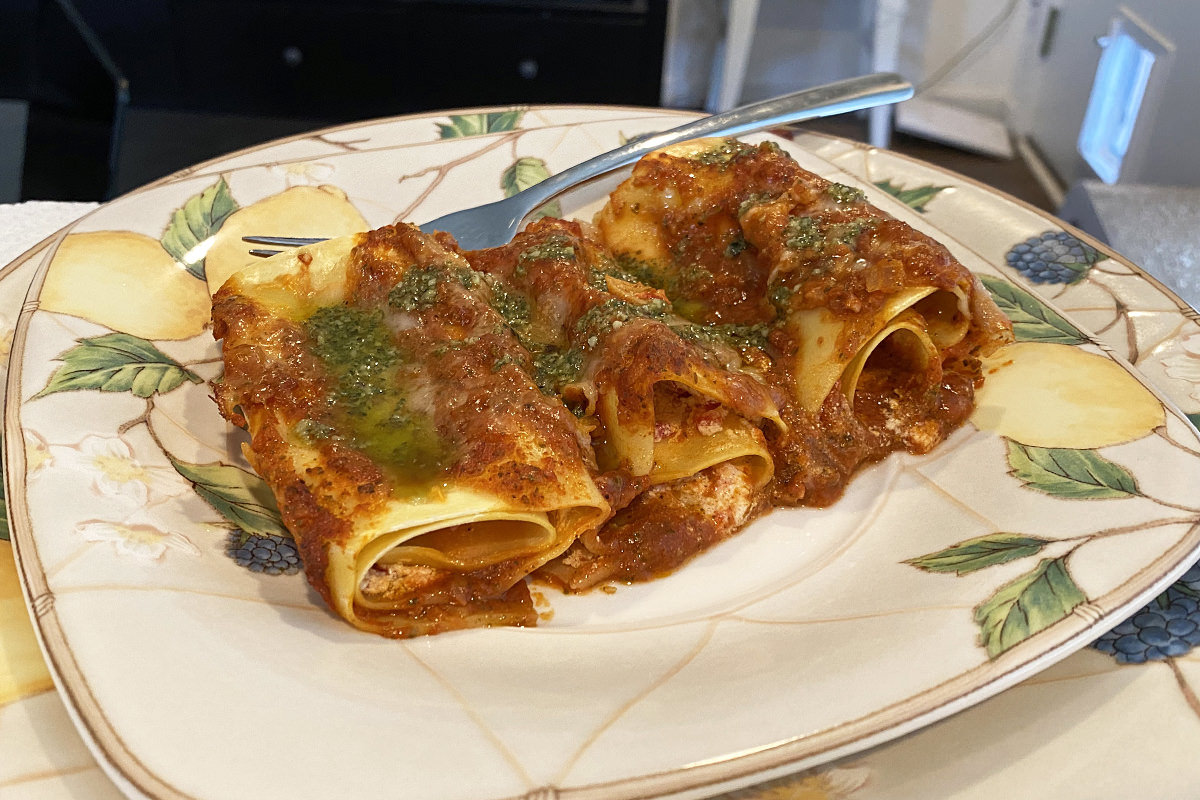 My dinner... lasagna rolls.