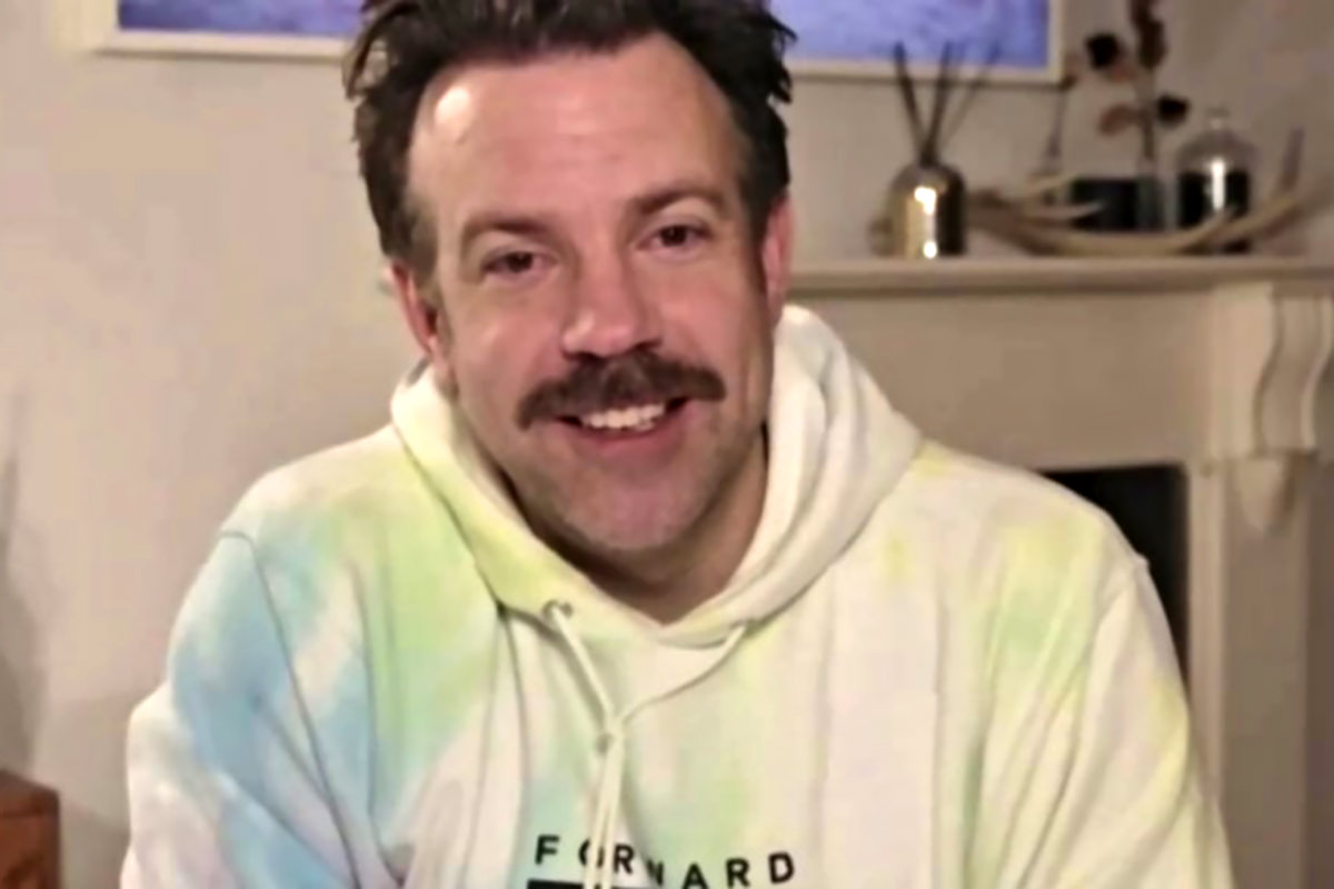 Jason Sudekis accepting his best actor award wearing a tie-dye hoodie.