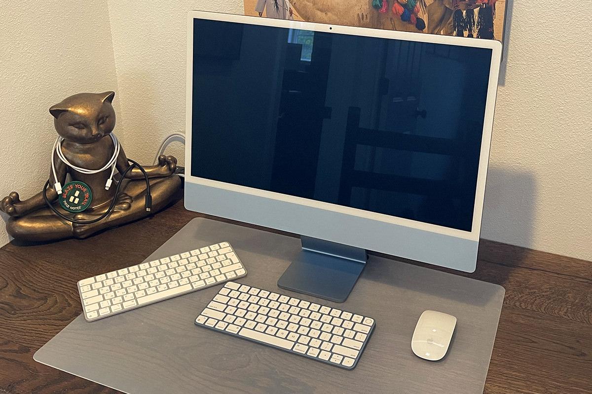 My new BLUE iMac.