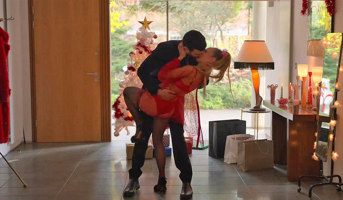 Roy giving Keeley a Christmas kiss.