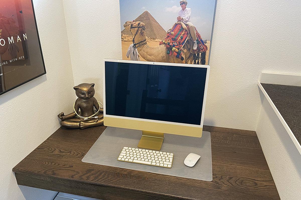 My new iMac sitting on my desk.